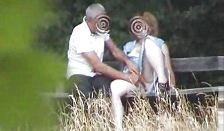 ફેર્રારા ગોમેઝ મોડેલ વાહિયાત અને કમીંગ તેના પગ પર